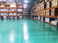 Self-leveling floor in the logistics center