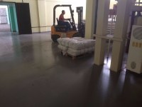 Self-leveling floor in a warehouse with heavy traffic loads